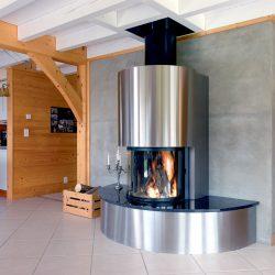 cheminée chalet inox et granit noir foyer rond ruegg atre et loisirs