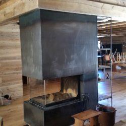 cheminée chalet en métal noir fouer insert atra atre et loisirs