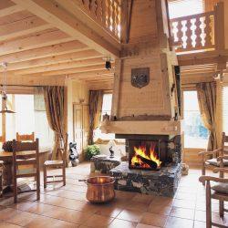 cheminée chalet pierre de pays et hotte en bois foyer insert atre epi atre et loisirs