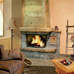 cheminée chalet en pierre de pays hotte en bois foyer insert atra modèle minero atre et loisirs