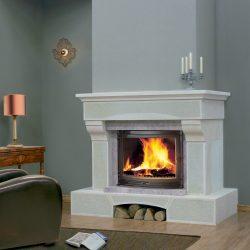 cheminee classique pierre blanche bouchardee maestro atre loisirs