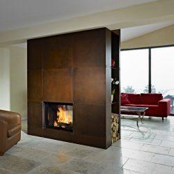 cheminée contemporaine metal rouillé centrale double face foyer ruegg jade atre et loisirs