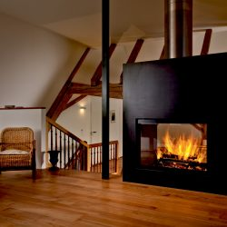 cheminée en métal noir double face foyer ruegg saphir atre et loisirs