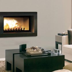 cheminée moderne cadre metal noir modèle senso atre et loisirs