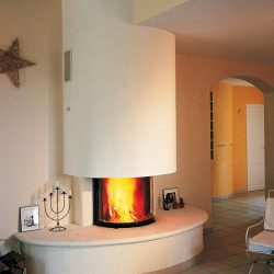 cheminée moderne galbée en pierre blanche foyer ruegg atre et loisirs