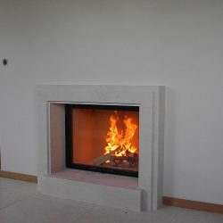 cheminée style art deco pierre blanche insert ruegg atre et loisirs