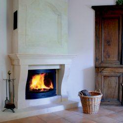 cheminée style classique hotte en pierre atre et loisirs