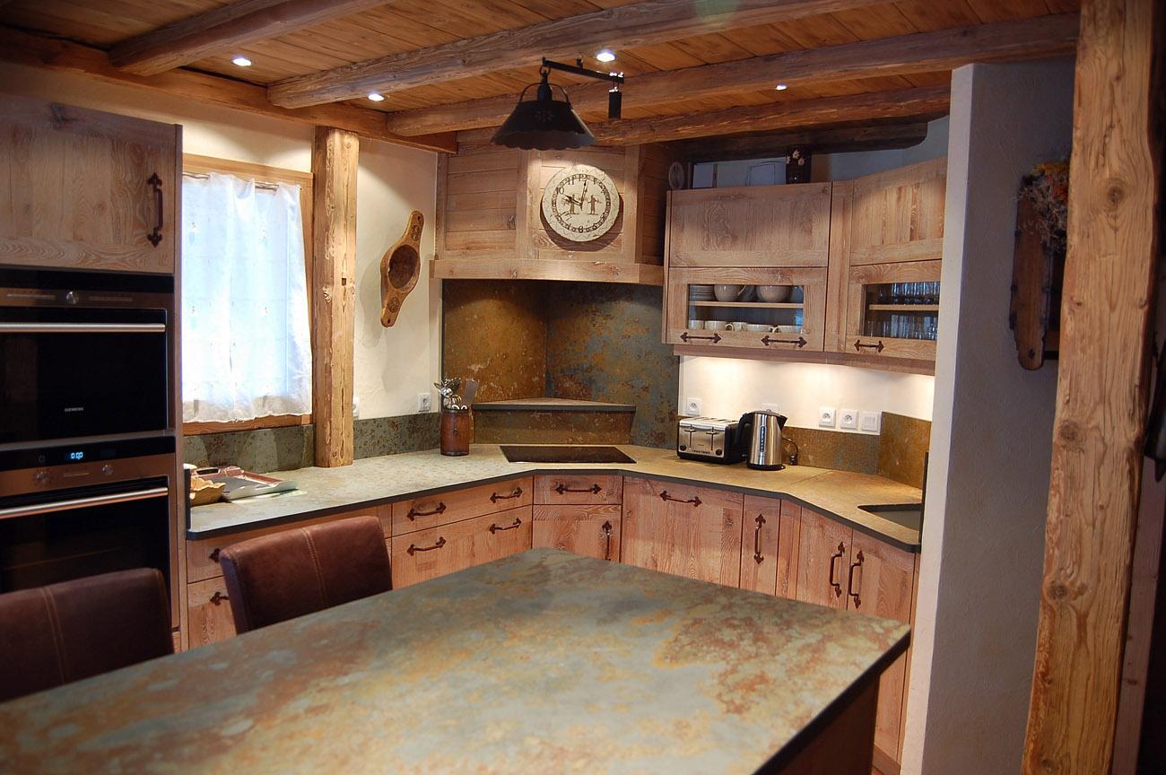 Cuisines artisanales choisissez atre et loisirs chamb ry for Cuisine ouverte en bois