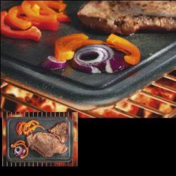 GRILLIKIVI pierre à griller Réussissez vos grillades au mieux. Le grill répartit la chaleur uniformément, pour une cuisson uniforme, sans brûler et sans sécher : saucisses, poissons, légumes, fruits et même fruits de mer. Le barbecue garde également les aliments au chaud pendant longtemps. DIMENSIONS DU PRODUIT : Hauteur (cm): 1 - Largeur (cm): 29,7 - Profondeur (cm): 17 - Poids du produit (kg): 1,9
