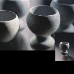NAUKKU : Un gobelet classique en stéatite. La forme est traditionnelle, mais la surface veloutée et le froid glacial de la pierre vous surprendront. DÉTAILS DU PRODUIT: Gobelet en stéatite 2cl, 2 pcs dans une boîte - Dimensions du produit: 44 x 46 mm