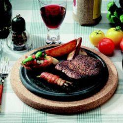 PAISTOKAS : grillade de table - Avec support en liège. Passe au four - Dimensions: pierre ø 220 x 15 mm - Base en liège ø 270 x 20 mm - Poids: 2,04 kg - Contenu: 1 pc